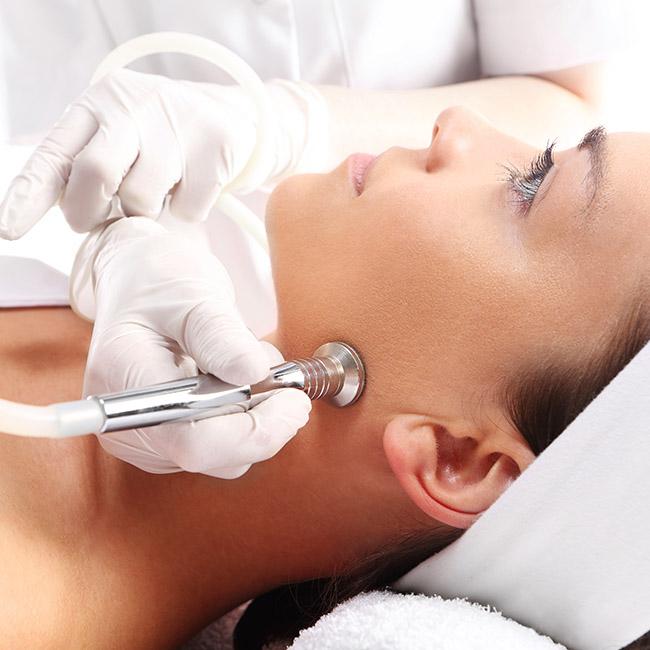 Woman recieves cosmedic dermatology procedure